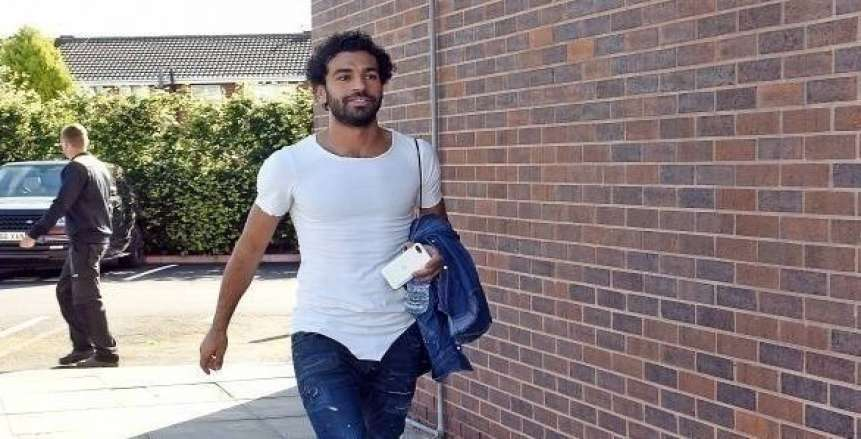 محمد صلاح يصل الإمارات بإذن من ليفربول