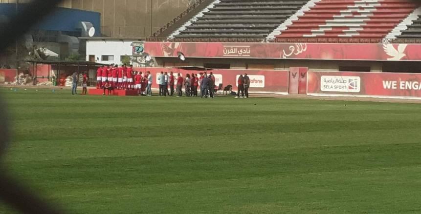 تركي يجتمع بلاعبي الأهلي لتهنئتهم بالفوز ببطولة الدوري