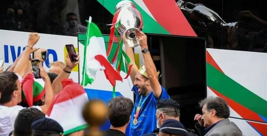 استقبال الأبطال.. منتخب إيطاليا يصل روما حاملا لقب يورو 2020 (فيديو)