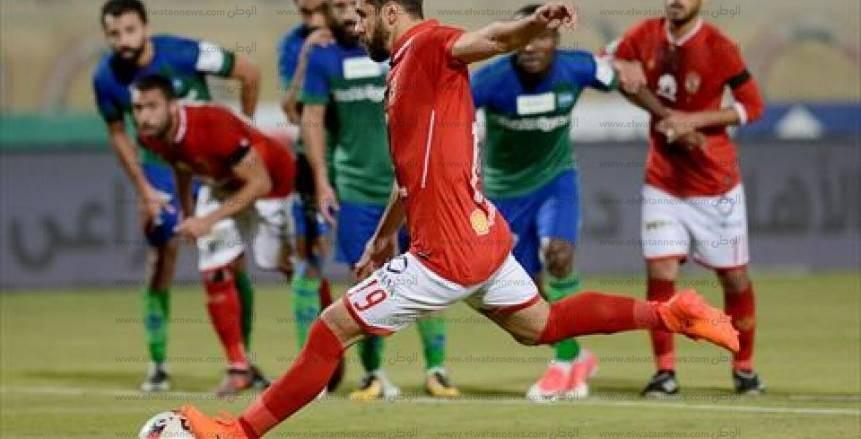 جماهير الأهلي تهاجم حكم المباراة بعد احتسابه ركلة جزاء للمقاصة