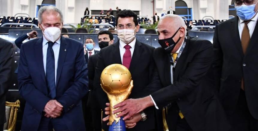 وصول كأس العالم لكرة اليد إلى استاد القاهرة