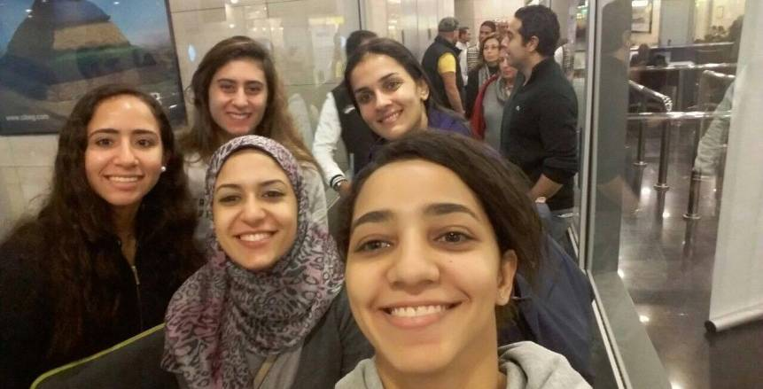 وصول سيدات الاسكواش لباريس للمشاركة ببطولة العالم فرق