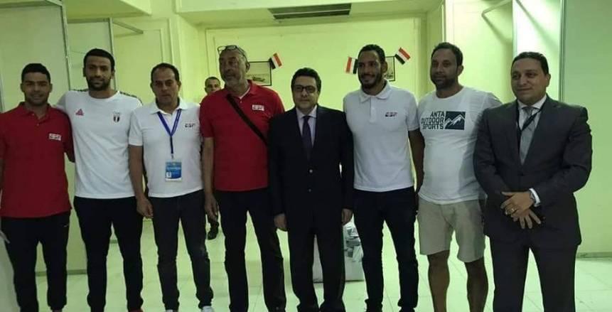 بالصور.. سباحو المياه المفتوحة يدلون بأصواتهم في التعديلات الدستورية بالكويت