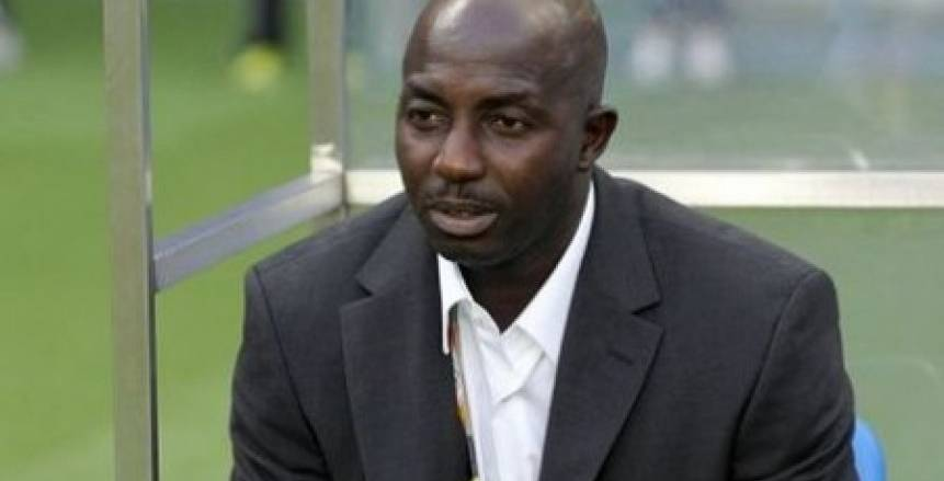 فيفا يصدر قرارًا بإيقاف مدرب نيجيريا السابق مدى الحياة