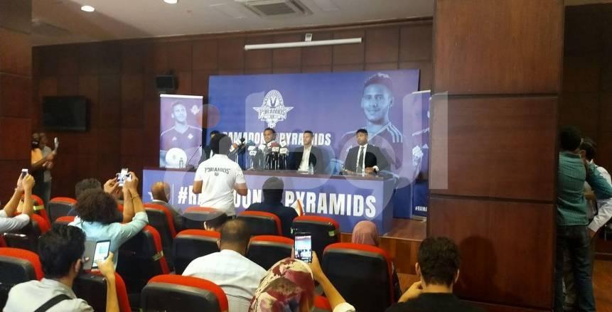 كواليس المؤتمر الصحفي لإعلان بيراميدز عن تعاقده رسميا مع رمضان صبحي