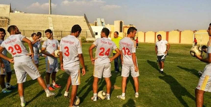 «المصرية للاتصالات» يتعاقد مع أكرم عبد المجيد