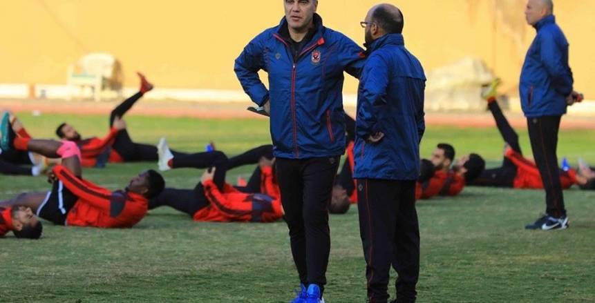 «لاسارتي» يجتمع مع لاعبي الأهلي قبل المران الأخير استعدادًا لمواجهة «فيتا»
