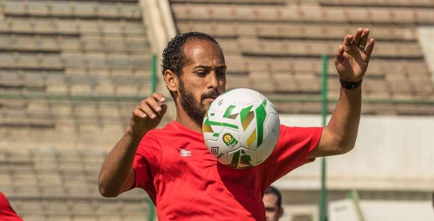 لاعبو الزمالك يطالبون الحكم برؤية خاتم وليد سليمان (فيديو)