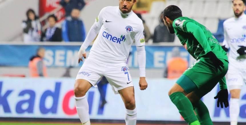 تريزيجيه على رأس تشكيلة الأفضل في الدوري التركي