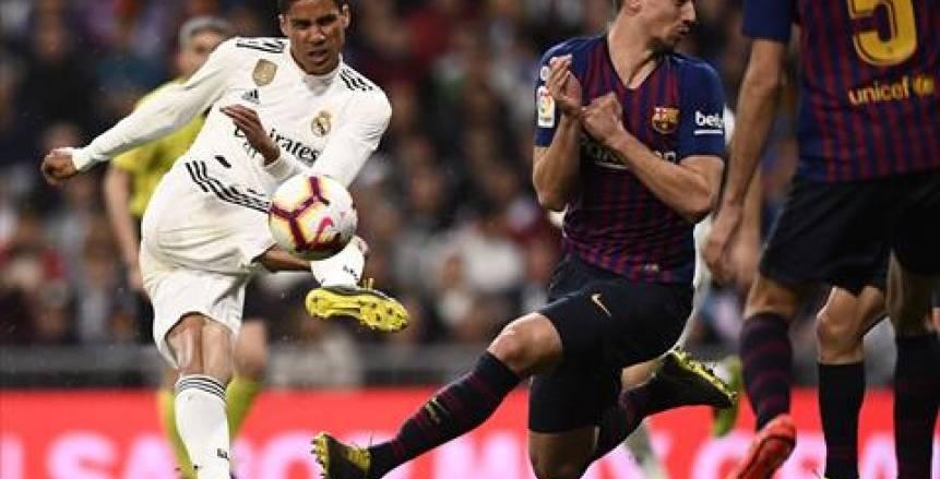 """الاتحاد الإسباني يمنح برشلونة وريال مدريد """"فرصة"""" لتحديد موعد الكلاسيكو"""