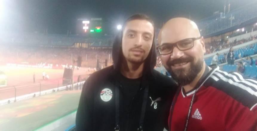 رامي في الافتتاح .. جماهير سعيدة وتشجيع المنتخب وحديث مع طاهر