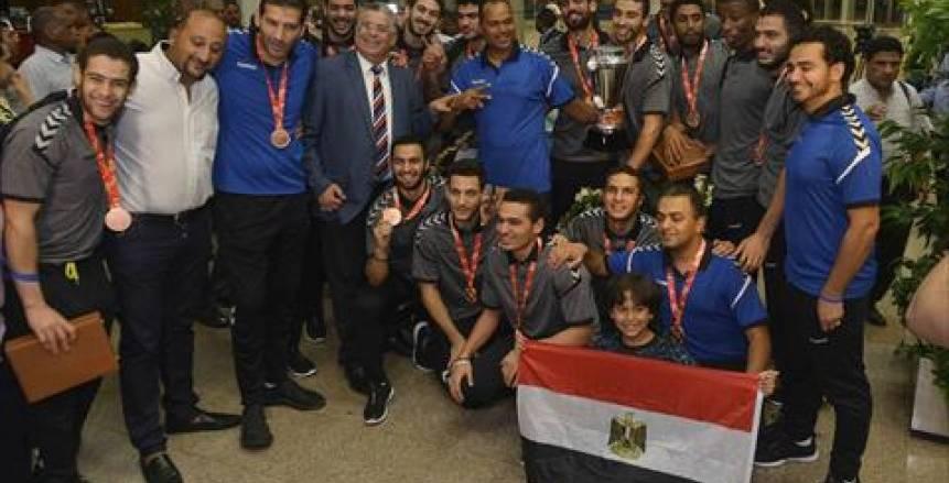"""أبطال اليد بعد استقبال """"السيسي"""": وسام على صدورنا.. ونعد بتشريف مصر في البطولات العالمية"""