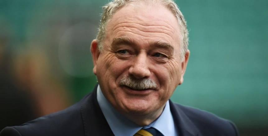 رئيس اتحاد الكرة الاسكتلندي يتنحي عن منصبه بشكل مؤقت
