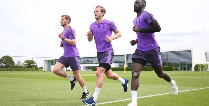 هاري كين يشارك في تدريبات توتنهام استعدادا لمواجهة ليفربول