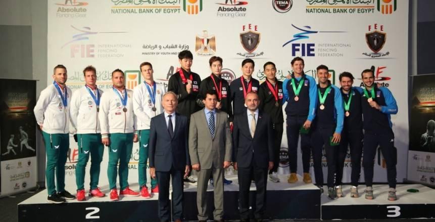 وزير الشباب والرياضة يشهد ختام بطولة العالم لسلاح السيف للرجال ويكرم الفائزين