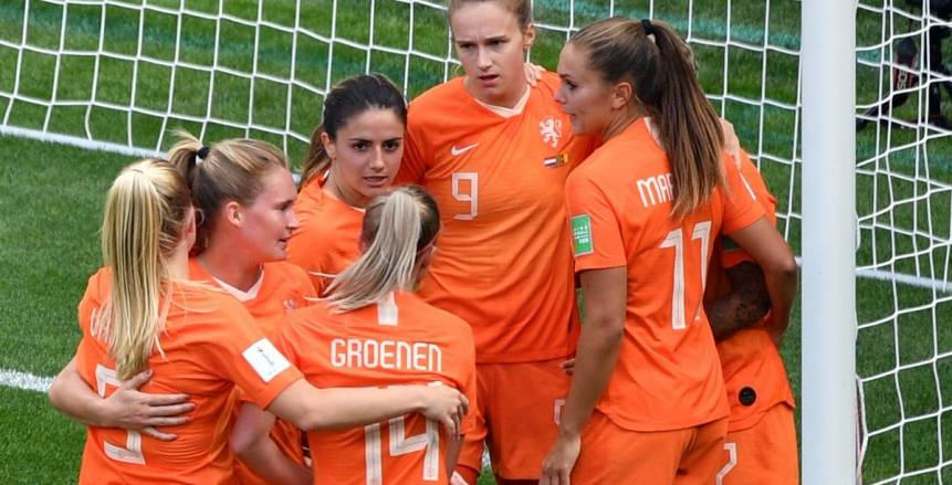 بالفيديو| لقطة غريبة في مباراة هولندا والكاميرون بمونديال السيدات