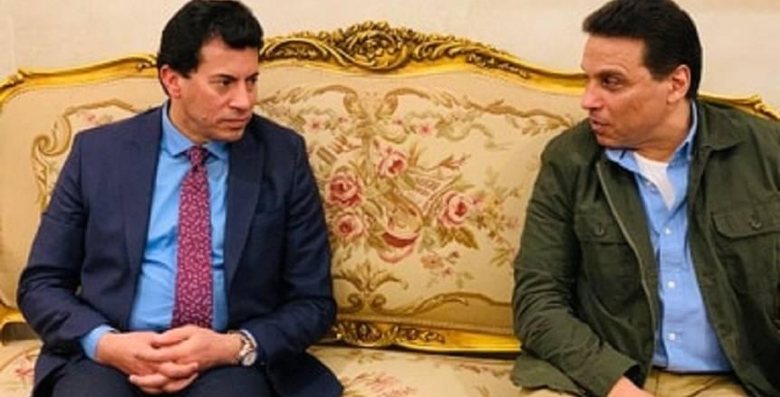 جلسة بين وزير الرياضة وحسام البدري في مباراة الزمالك والترجي