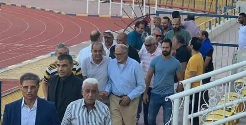مصطفي يونس يحضر مران الإسماعيلي ويؤازر اللاعبين (صور)