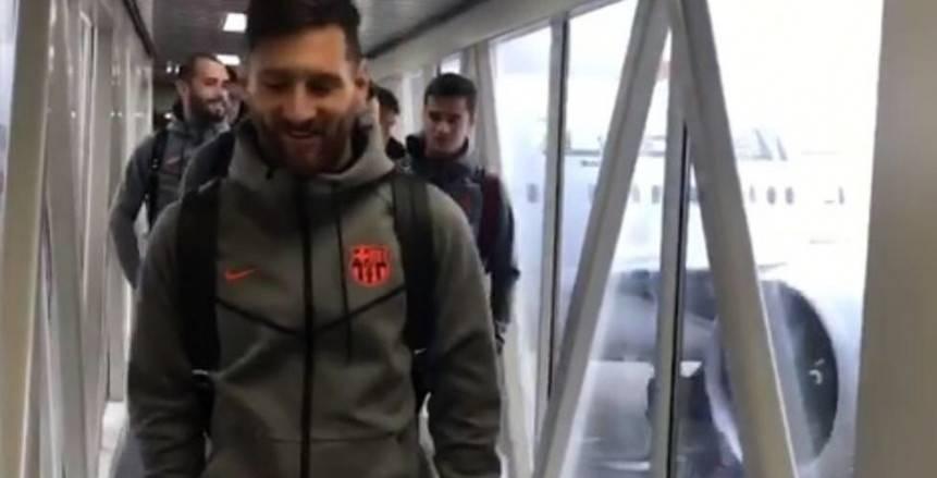بالفيديو| بعثة برشلونة تصل جنوب أفريقيا
