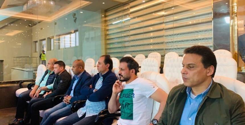حسام البدري يساند المنتخب الأولمبي ضد جنوب أفريقيا باستاد السويس