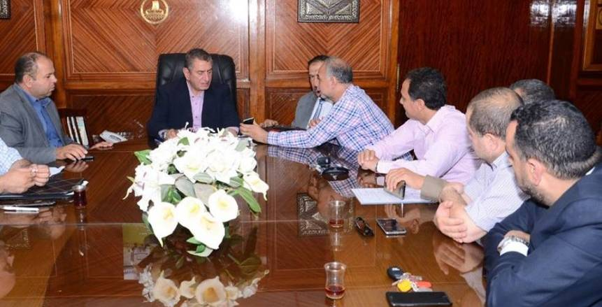 بالصور| شريف الخشاب يجتمع بإدارة كفر الشيخ
