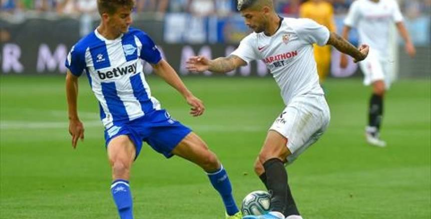 إشبيلية يرتقي لصدارة الدوري الإسباني بالفوز على ألافيس