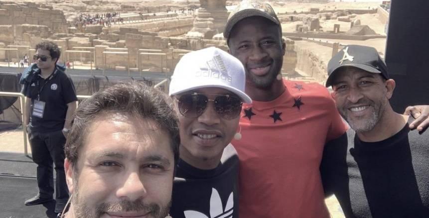 بالصور| أساطير الكرة الأفريقية في الأهرامات استعدادا لقرعة كأس أمم أفريقيا