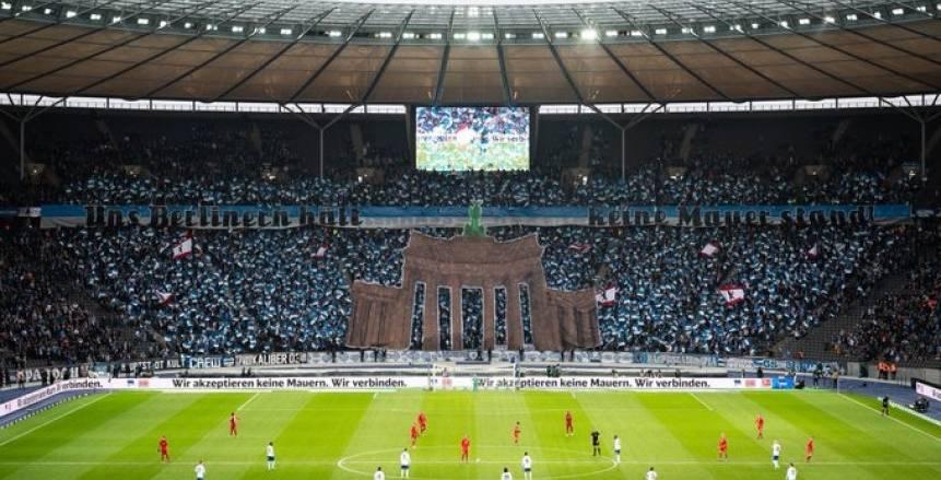 جماهير هيرتا برلين تحيي الذكرى الـ30 لهدم جدار برلين