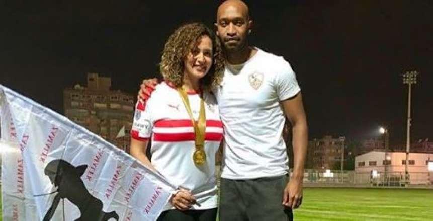 شيكابالا يحتفل مع زوجته بكأس مصر