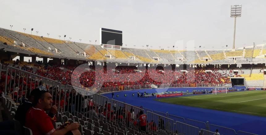 زحام من جماهير الأهلي أمام بوابات استاد برج العرب قبل موقعة صن داونز
