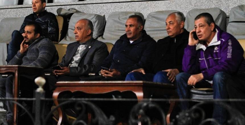 قدامى المصري يؤازرون الفريق في المران استعدادا للمقاولون