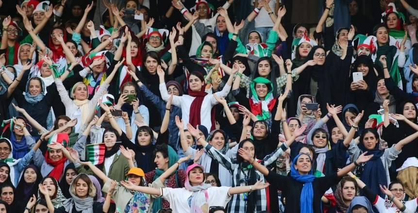 المشجعات الإيرانيات تتواجدن بمدرجات ملعب مباراة إيران وكمبوديا