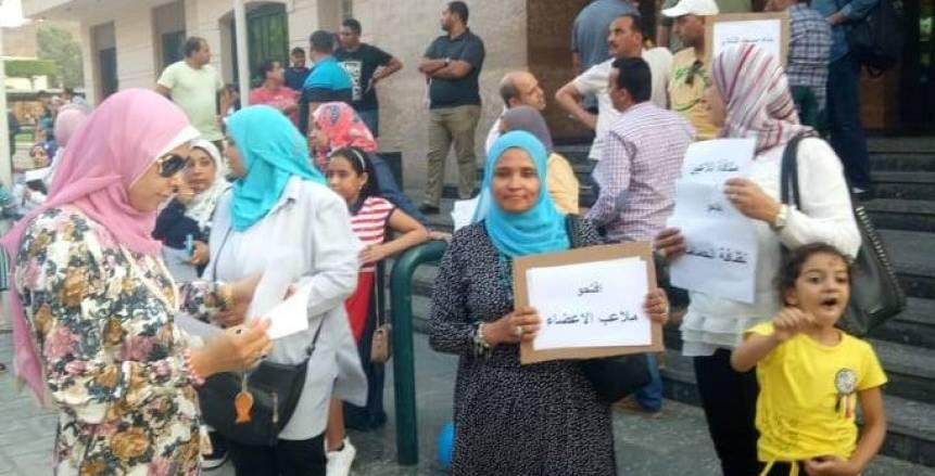 عاجل| شاهد بالصور اعتصام أعضاء المقاولون ضد مجلس الإدارة