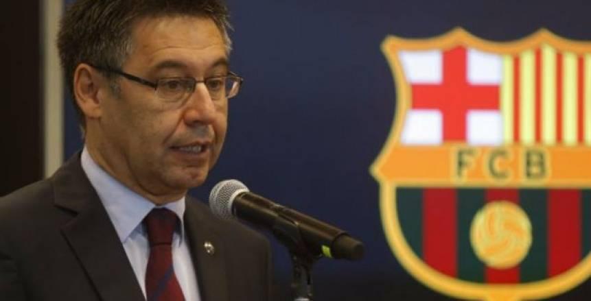 اتهامات بالخيانة.. رئيس برشلونة يثير أزمة جديدة بعد إقالة نائبيه
