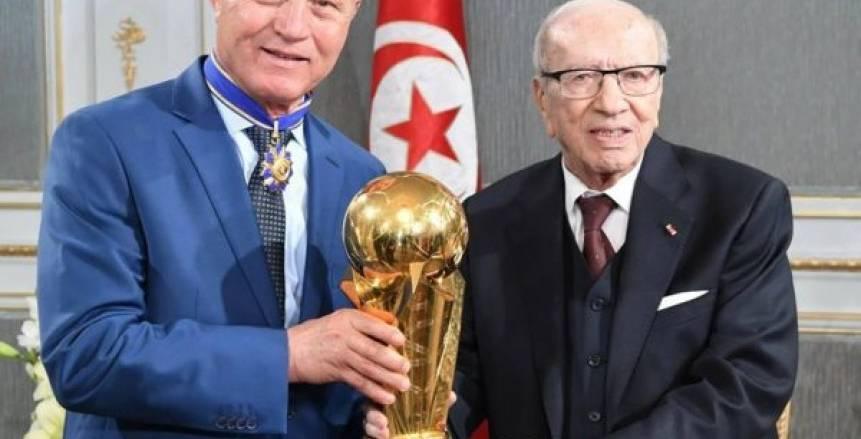 بالصور.. رئيس تونس يُكرم النجم الساحلي بعد تتويجه بكأس زايد