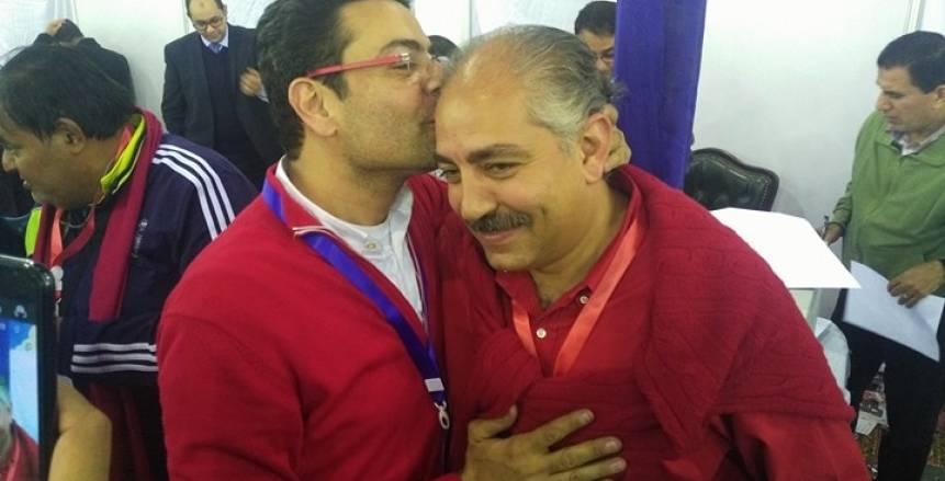 بالصور| نجل وشقيق العمري فاروق يهنئوه بالفوز بمقعد النائب