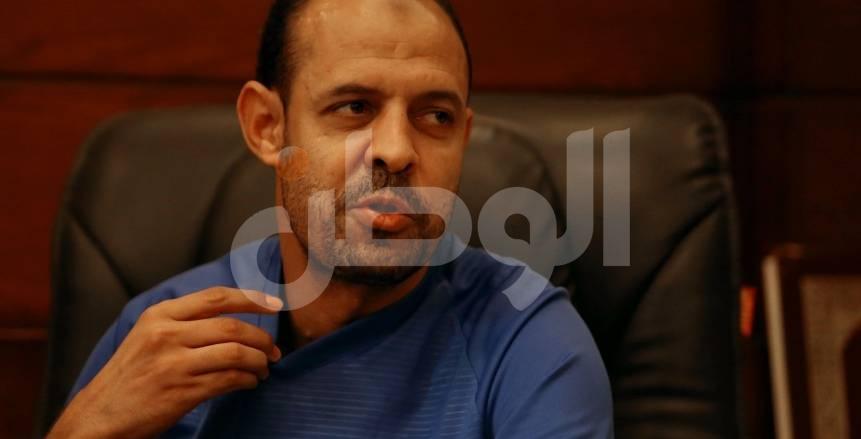 عماد النحاس اثناء حواره لجريدة الوطن