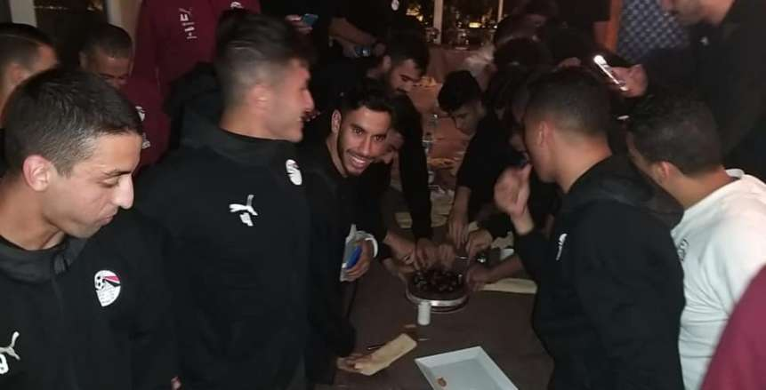 صور.. المنتخب الأولمبي يحتفل بعيد ميلاد أكرم توفيق
