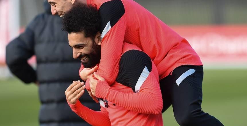 صلاح يظهر بابتسامته المعهودة بمران ليفربول استعدادا لريال مدريد «صور»