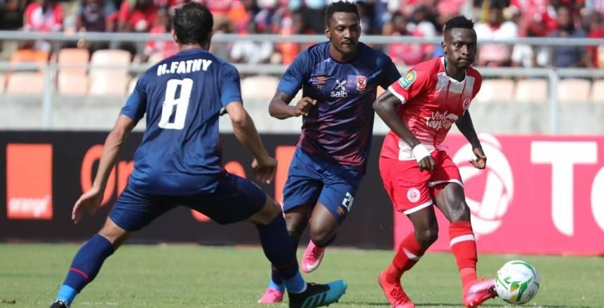 إصابة قوية لوالتر بواليا في مباراة الأهلي وسيمبا التنزاني