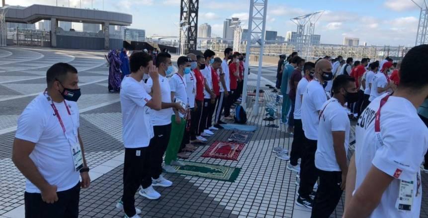 بعثة مصر تؤدي صلاة عيد الأضحى في القرية الأولمبية بطوكيو «صور»