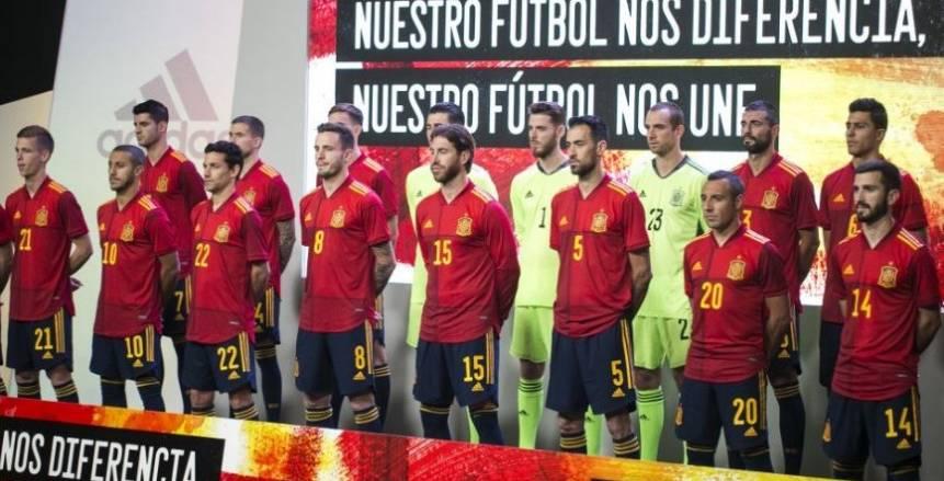 المنتخب الإسباني يقدم رسميًا قميصه الجديد ليورو 2020