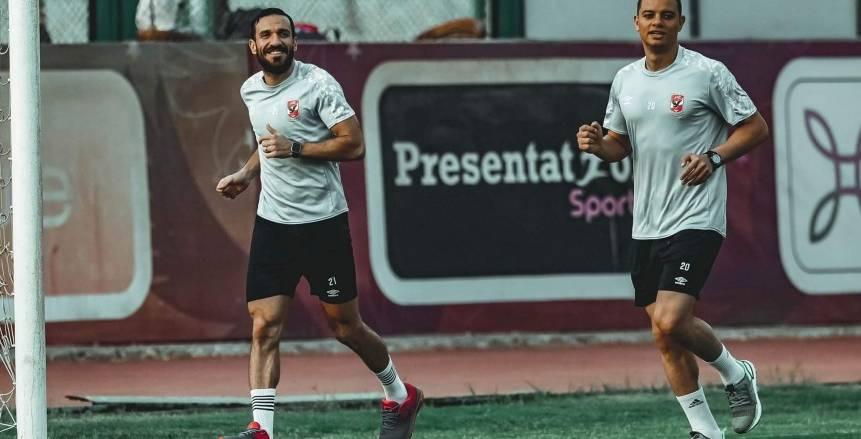 """سعد سمير يقيم """"عزومة غداء"""" للاعبي الأهلي في غرفة خلع الملابس"""