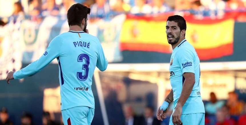 برشلونة يطعن على إنذاري «سواريز وبيكيه»