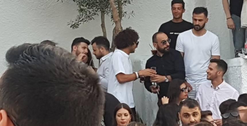 بيشرب في حفلة.. فيديو جديد لـ عمرو وردة يهدد مسيرته مع باوك اليوناني