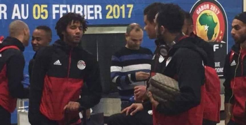 """المنتخب يصل الجابون لبدء مشوار اللقب الثامن.. """"كوبر"""" يحذر اللاعبين من الانشغال بتصريحات """"جيريس"""""""