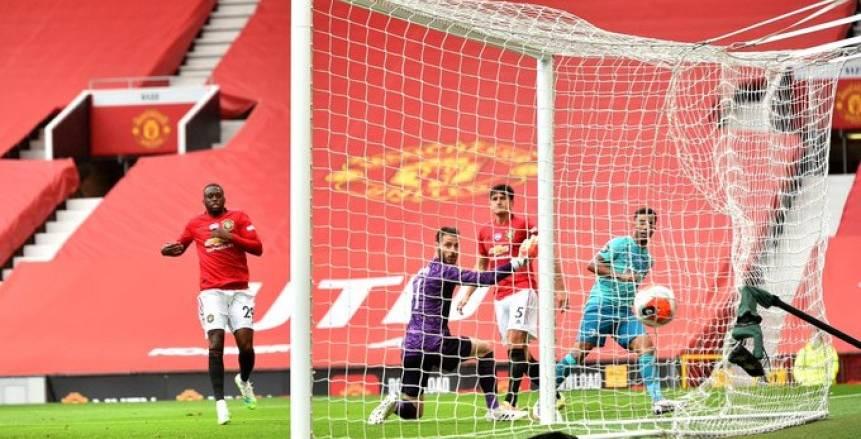 مانشستر يونايتد يتقدم على ساوثهامبتون بهدفين مقابل هدف في الشوط الأول