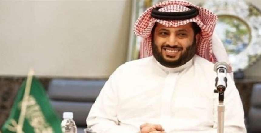 أحمد حسن يكشف حقيقة رحيل تركي آل الشيخ من مصر