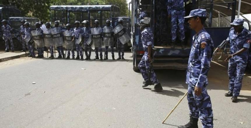 انتشار قوات مكافحة الشغب السودانية خارج ملعب مباراة الأهلي والهلال