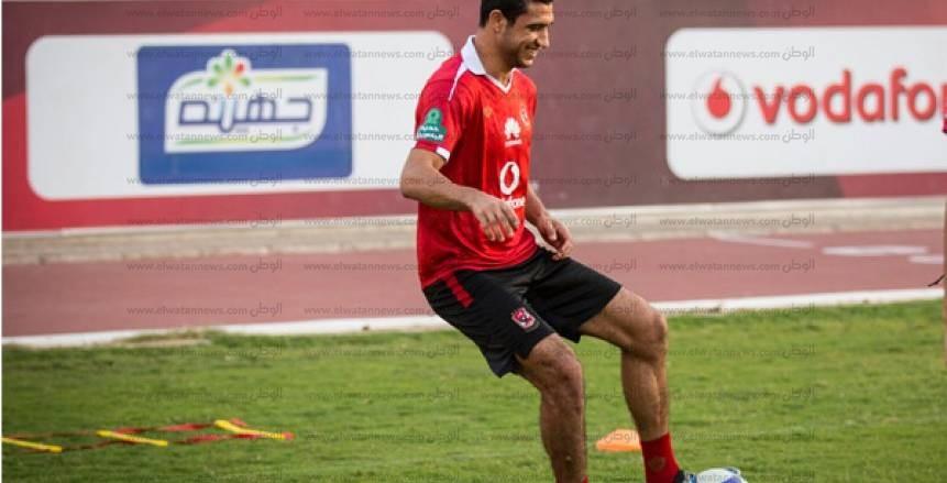 بالفيديو| رامي ربيعة يغادر مباراة الأهلي وإطلع برة للإصابة